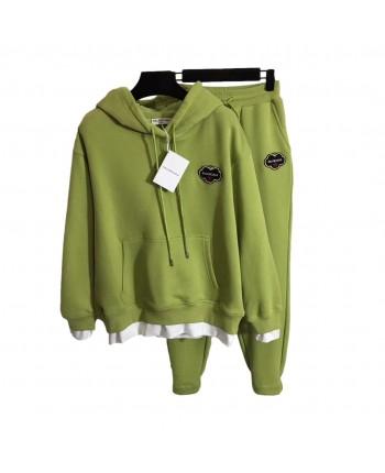 Зеленый костюм с логотипом 110107