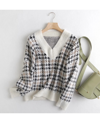 Теплый свитер с гусиными лапками 19990