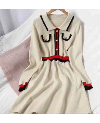 Трикотажное платье с пуговицами 110031