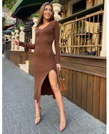 Трикотажное платье с разрезом 110497