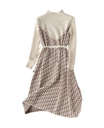 Трикотажное платье с акцентом на талии 19906